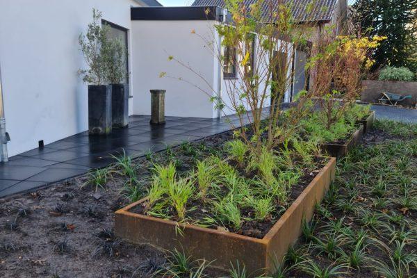 Roestige plantenbakken Barneveld